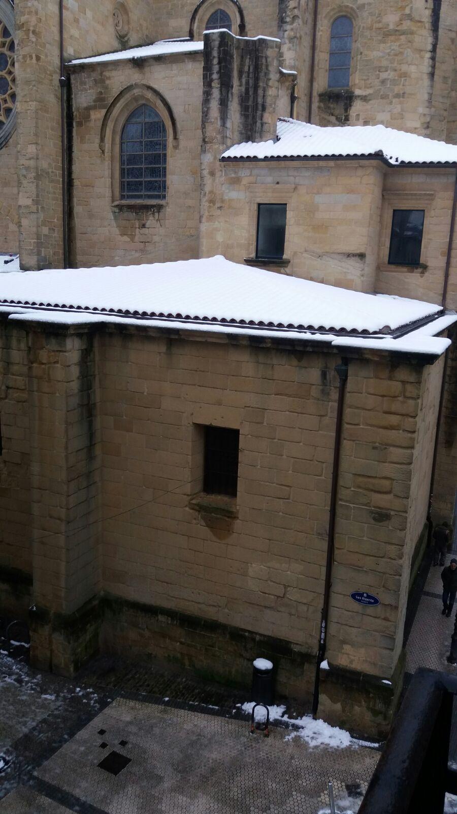 Vistas a la Iglesia de San Vicente nevada