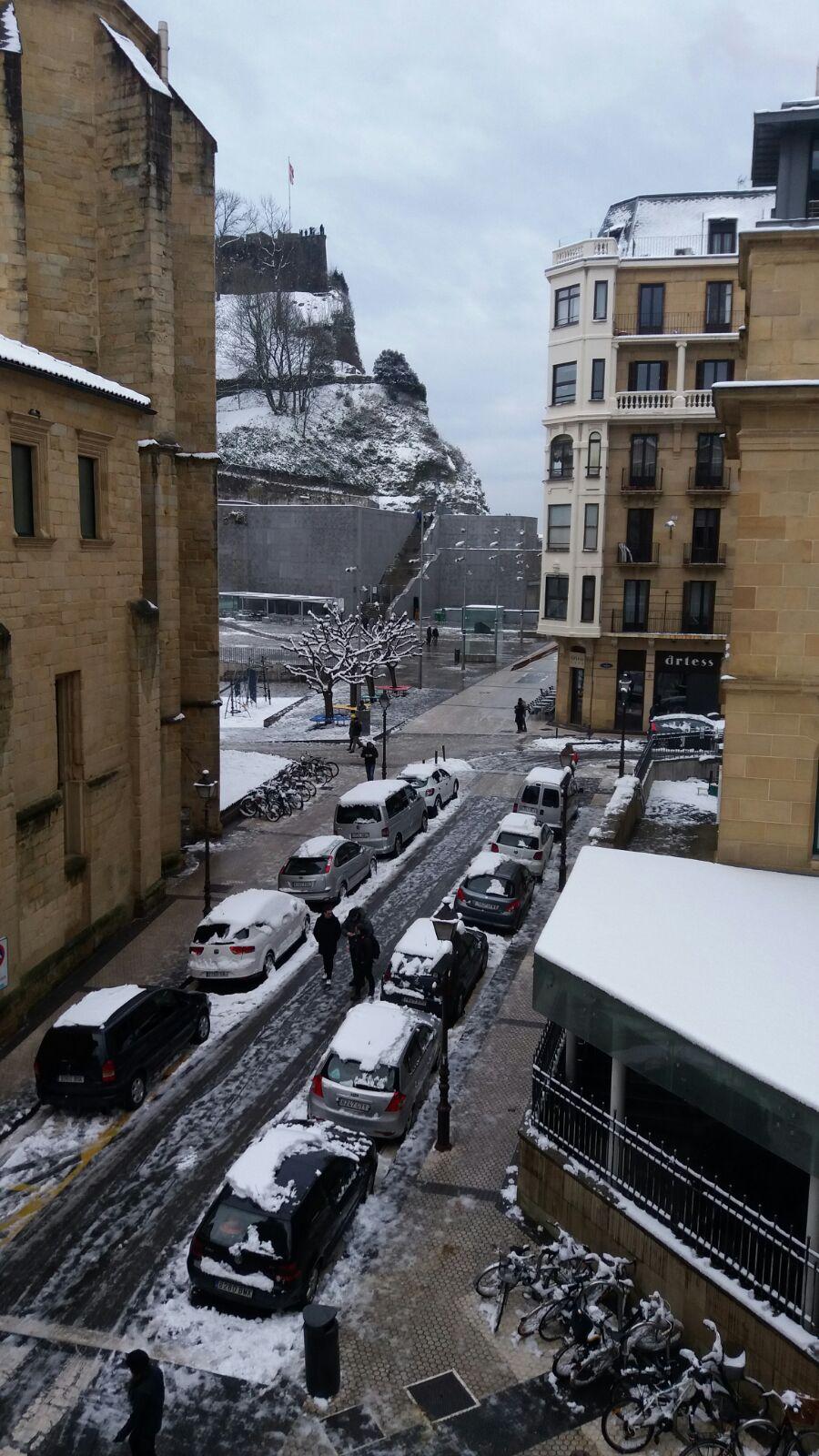 Vistas de la calle nevada desde Ab Domini